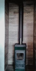 Hitzeschutz Ofen mit Fliesen in Holzoptik